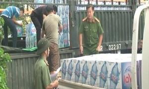 Báo CATP và nhà tài trợ: Tiếp tục chuyển nước uống cho dân vùng lũ