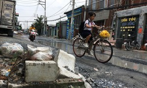 """TPHCM: Ngao ngán với những con đường """"đau khổ"""""""