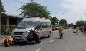 Xe máy tông trực diện xe 16 chỗ, người đàn ông tử vong