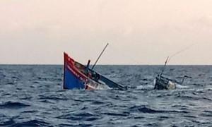 Đề nghị điều tàu Hải quân ra cứu hộ ngư dân gặp nạn trên biển