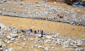 Bàng hoàng trước hiện trường vụ lở núi ở Trà Leng