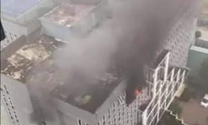 Cháy khách sạn Vinh Plaza lúc sáng sớm