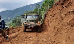Đã thông tuyến vào xã cô lập ở Quảng Nam