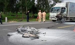 Xe tải tông xe máy rồi bốc cháy, 1 người tử nạn
