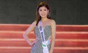 Nhan sắc Miss Tourism Vietnam khoe chân dài với đầm dạ hội
