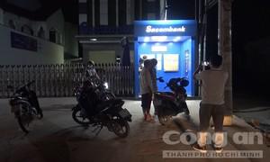 Rút tiền nhưng không nhận được tiền, thanh niên đập luôn máy ATM