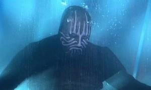 Clip nhà ảo thuật nhịn thở dưới nước gần 20 phút, bất ngờ nổi lềnh bềnh