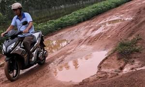 """Đồng Nai: Con đường """"đau khổ"""" nằm giữa 2 xã nông thôn mới"""