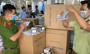 TPHCM: Thu giữ 400.000 khẩu trang chuẩn bị chuyển ra nước ngoài