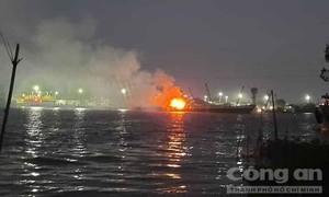 Cháy tàu hàng trên sông Đồng Nai, 2 người chết, 1 người mất tích
