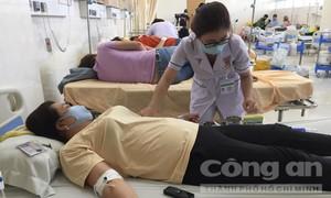 Hàng chục công nhân nghi ngộ độc thực phẩm