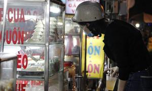 TPHCM tạm dừng bán đồ ăn tại chỗ, chỉ phục vụ mang đi từ 28/3 đến 15/4