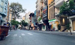 TPHCM: Đường phố vắng vẻ, người dân ở nhà góp phần phòng chống dịch