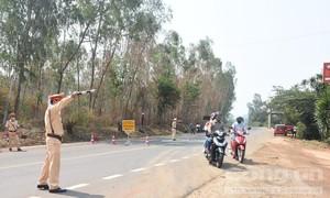 Sợ bị cách ly, thanh niên cướp ôtô, tấn công công an để bỏ trốn