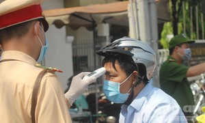 Ghi nhận tại chốt kiểm soát dịch bệnh ở trạm thu phí cầu Đồng Nai