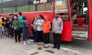 Xe khách chở 30 người chạy từ miền Nam ra Hà Nội, mới bị xử lý