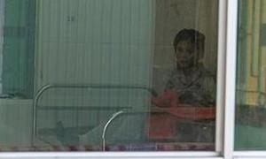 Sản phụ sinh bé gái 2,9 kg trong khu cách ly ở Huế