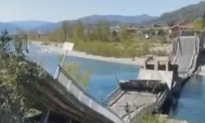Clip cây cầu dài hàng trăm mét bất ngờ sụp đổ ở Ý, nhiều ô tô rơi xuống