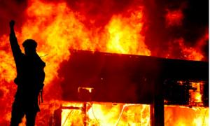 Biểu tình, bạo động lan khắp nước Mỹ sau vụ cảnh sát làm chết người