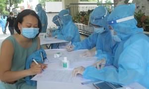 Nhân viên xe buýt ở Hà Nội nghi mắc Covid-19, có lịch trình phức tạp