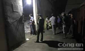 Hàng trăm bao phân trong ga Sóng Thần đổ sập, 2 người bị đè chết