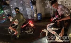 Bắt nhóm thanh niên đêm khuya mang kiếm đi chém người sau va chạm giao thông