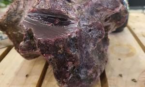 Ngư dân lặn biển nhặt được khối đá nghi là long diên hương