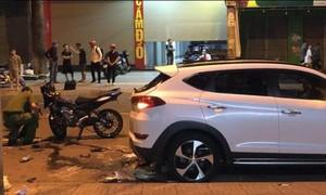 Xe máy tông đuôi ôtô đậu ven đường, 2 thanh niên tử nạn