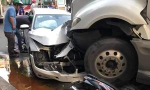Tai nạn liên hoàn trên đường phố Sài Gòn, nhiều phương tiện hư hỏng