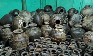 Cảnh sát Campuchia bắt ngư dân Việt Nam sở hữu gần 300 bình cổ
