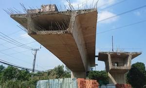 """TPHCM: Những chiếc cầu trăm tỷ """"đắp chiếu"""""""