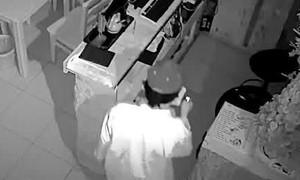 Clip cận cảnh đối tượng trộm tài sản ở quán cà phê