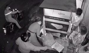 Vờ mua bánh mì cướp ĐTDĐ, nhắn tin cho bạn nạn nhân lừa chuyển tiền