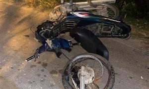 Hai người đi xe máy tử vong sau cú tông trực diện xe bán tải