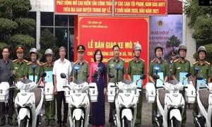Cấp xe máy cho lực lượng Công an xã và thị trấn