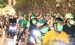 TPHCM: Công an tiếp tục giải tán nhiều đám đông ở phố đi bộ Nguyễn Huệ