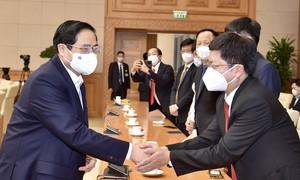 Thủ tướng gặp mặt, biểu dương lực lượng y tế tuyến đầu chống dịch