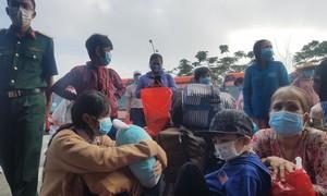 Hơn 700 người già, trẻ em được TPHCM đưa về quê miền Tây