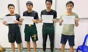 4 thanh niên người Việt bơi qua sông từ Campuchia về quê ăn Tết