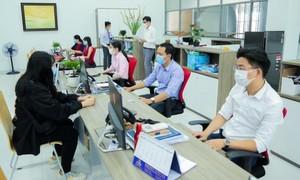 TPHCM yêu cầu các cơ quan, doanh nghiệp làm việc bảo đảm khoảng cách an toàn