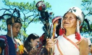 Ngày xuân ngắm trang phục của đồng bào thiểu số Trường Sơn – Tây Nguyên