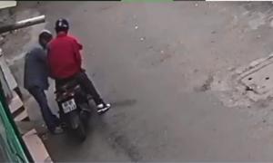 Vừa rời nhà 30 giây đi chúc Tết, gia đình ở Sài Gòn bị trộm đột nhập