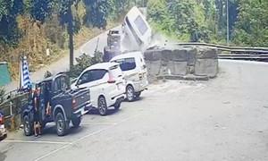 Tại nạn trên đèo Bảo Lộc, 4 người một gia đình thương vong