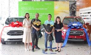 Chubb Life Việt Nam trao 2 chiếc ô tô cho khách hàng trúng thưởng