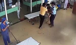Bệnh nhân và người nhà hành hung bác sĩ, điều dưỡng bệnh viện