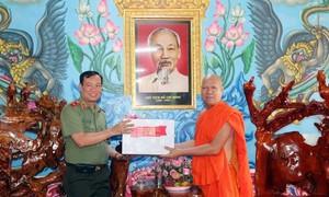 Thứ trưởng Lê Tấn Tới chúc Tết Chôl Chnăm Thmây tại Sóc Trăng và Trà Vinh