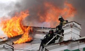 Nhóm bác sĩ phẫu thuật thành công bất chấp bệnh viện đang cháy