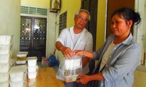 Thừa Thiên - Huế: Ấm lòng cơm chay thiện nguyện trao tận nhà