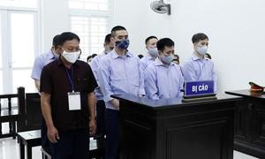 """Xét xử nhóm bị cáo nguyên Thanh tra Giao thông """"bảo kê"""" xe quá tải"""