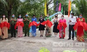 Báo Công an TPHCM và nhà tài trợ: Khánh thành cầu, tặng quà ở Cần Thơ